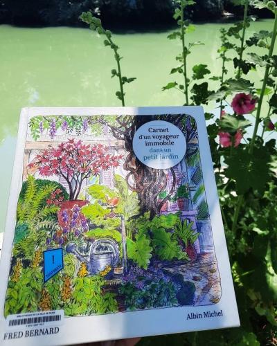 carnet d'un voyageur immobile dans un petit jardin, fred bernard, albin michel, carnet de voyage, jardin, croquis, aquarelle, nature, au fil des saisons, paysage, nature, bourgogne, observation, faune, flore